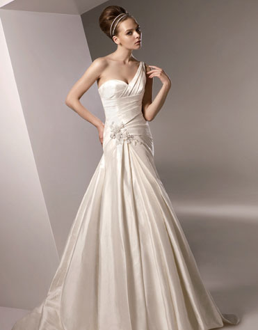 Ajolique 2010 strapless bridal gown #2105