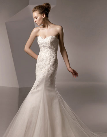 Ajolique 2010 strapless bridal gown #2109