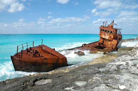 Shipwreck at Bimini Island