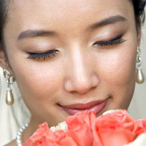 bride.ca Gorgeous by Georgia: How-To Put False Lashes On