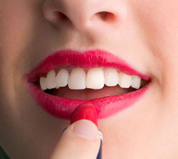 Bridal Beauty Tips: applying lipstick - yellow teeth!