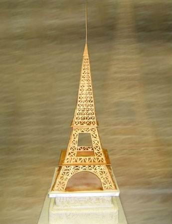 Themed wedding cake topper: Eiffel tower
