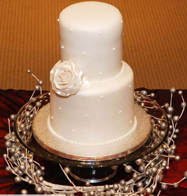beautiful wedding cake décor