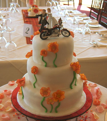 Funny Caketopper: groom running on his motorcycle