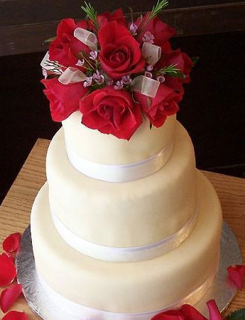Fresh red roses wedding cake top
