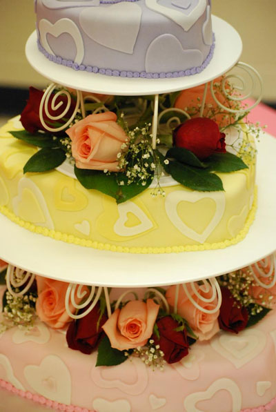 wedding cake with heart motif