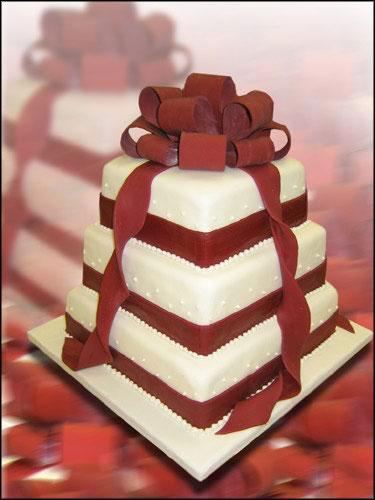 cake topper 5 Square Wedding Cakes That Look Like Gifts