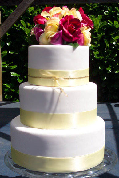 bride.ca | Wedding Cakes 101, Part VI: Should You Fake It?
