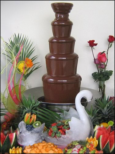Cupcakes aren 39t the only alternative to wedding cake a chocolate fountain