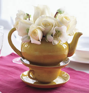 Interesting DIY wedding centrepiece idea: Teapot!