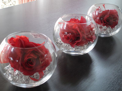 Short round vases wedding centrepieces idea