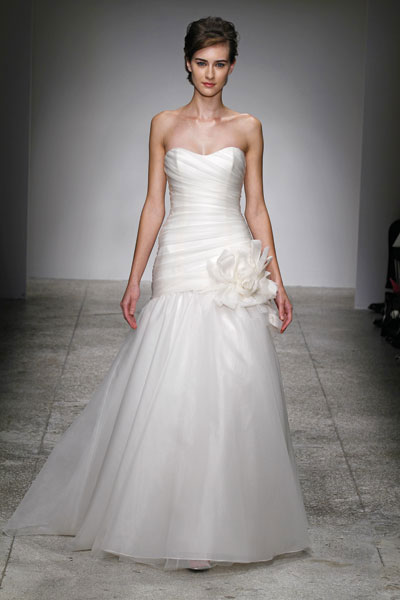 Wedding Dresses For   Vancouver : Bride amsale trunk show in vancouver dec at