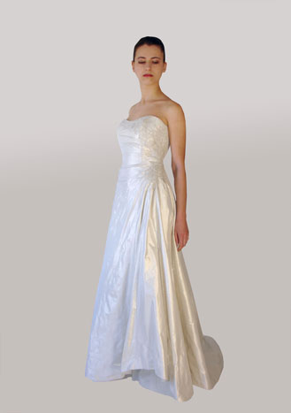 Lillen canadian wedding dress 2010: Ramona #555
