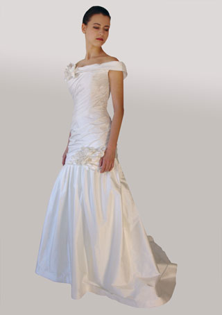 Lillen canadian off-shoulder wedding dress 2010: #558