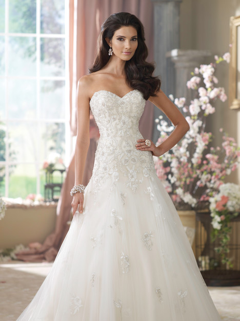Wedding dress with sweetheart neckline. Style Kristi by David Tutera for Mon Cheri.