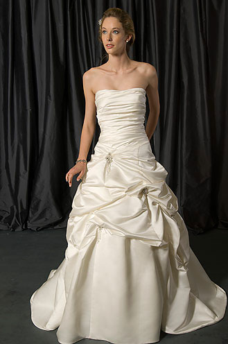 2010 Alfredd Sung wedding gown 6798