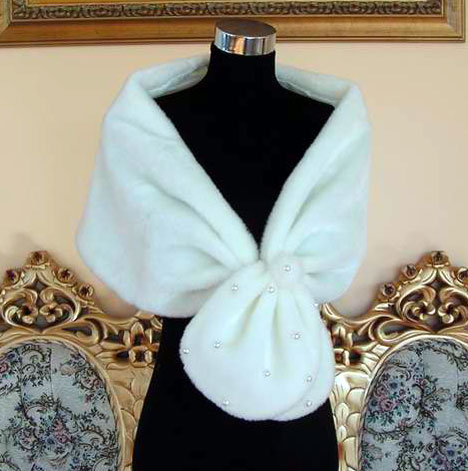 Old-Hollywood style fur wedding stole