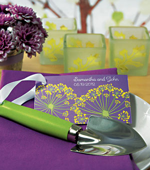 garden shovel: wedding favour for a spring or green wedding