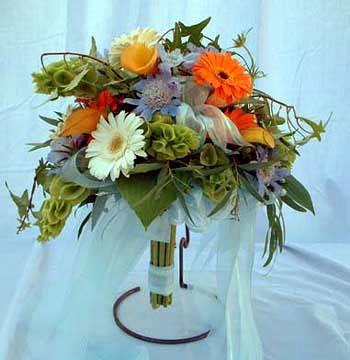 Crescent-style bridal bouquet