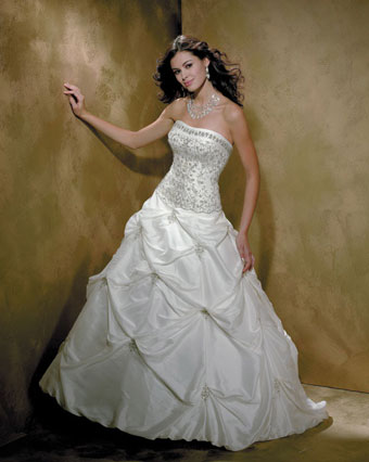 Allure Bridals 8350: glamorous wedding dress