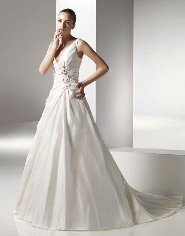 2010 Wedding Gown: Anjolique 2063
