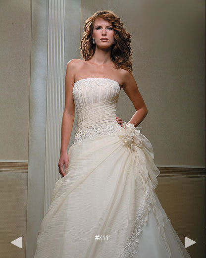Paradise Garden #811, classic strapless bridal gown by Boutique Natalia Exclusif in Montréal
