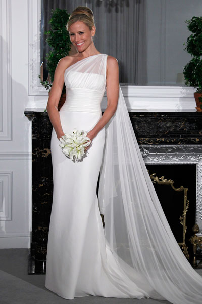 http://www.bride.ca/wedding-ideas/images/Blog/Gowns/Romona-Keveza/2012/Couture/L260-FRONT.jpg