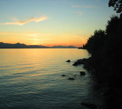 Saltspring Island Honeymoon: Sunset at Vesuvius Bay