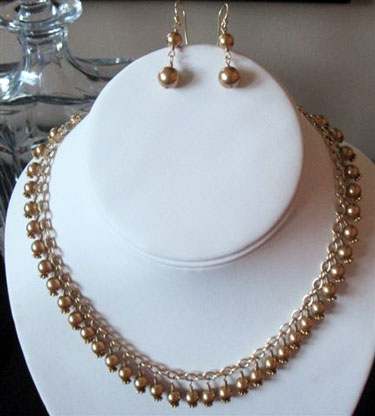 Vintage-styled. bronze-hued bridal necklace