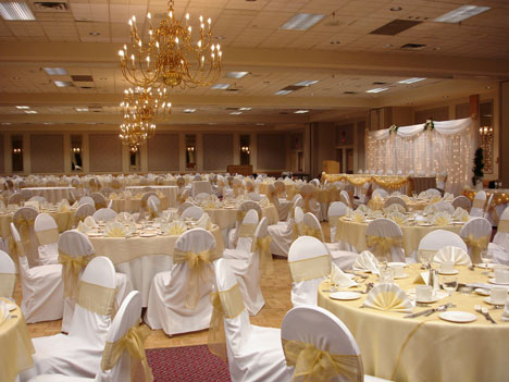 Wedding at Mayfield Inn ballroom in Edmonton Alberta