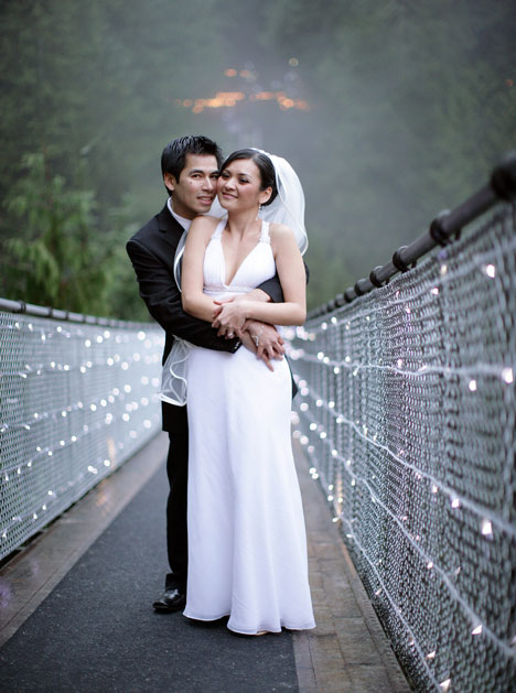 Bride & Groom on the Capilano Suspension Bridge