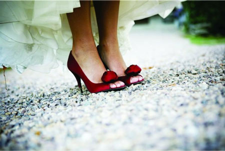 bride + red wedding shoes
