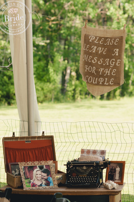 Creative weddig guest book with a typewriter for guests