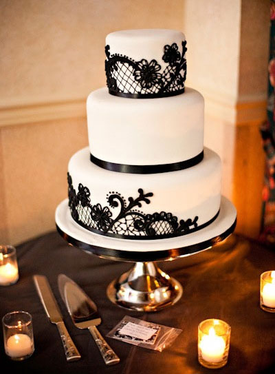 Wedding Cake: Black & White with a Damask pattern - very elegant!