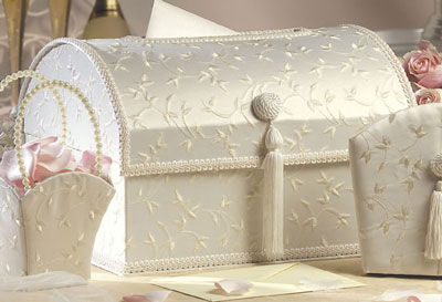 Satin Ivory chest-shaped wedding money box