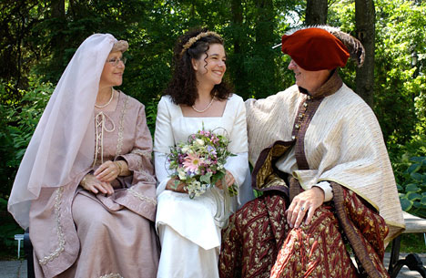 we found this great medieval theme wedding from Quebec on the website of