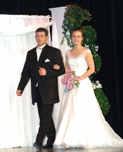 Metcalfe Photo: Sarnia bridal show bride & groom