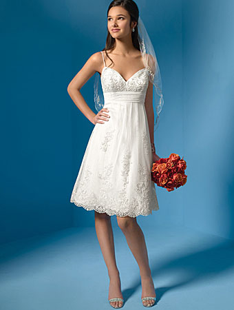 White Cocktail Dress on Bride Ca   2009 Bridal Fashion Trends