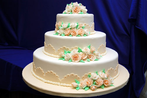 Cake Decorating Pictures : bride.ca Wedding Cakes 101: Part II, Cake Icings ...
