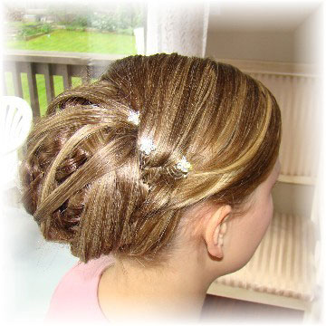 The bride's highlights and lowlights also add texture, which is expanded by