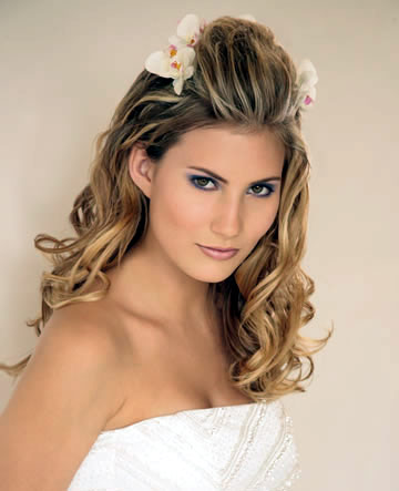 Bridal Hairstyles Pictures on Bride Ca   Wedding Hair  Romantic Bridal Hairstyles