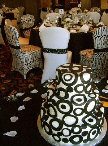 wedding cake that matches the reception decor