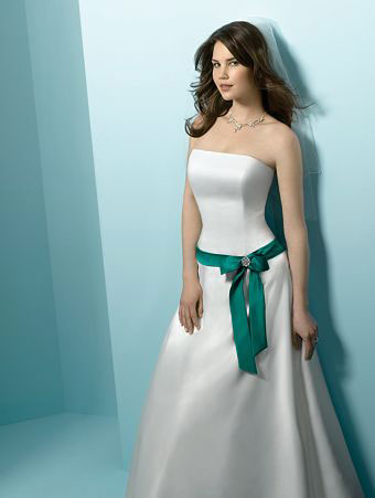Wedding Dress Designer on Vancouver   The  Carrie  Dress Is Ideal For An Informal Wedding